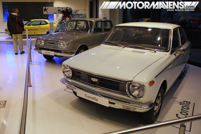 KE17 Toyota Corolla Sprinter fastback RT52 Corona Le Rendez-Vous Toyota rendezvous Paris France Champs-Elysées Champs Elysees showroom flagship store