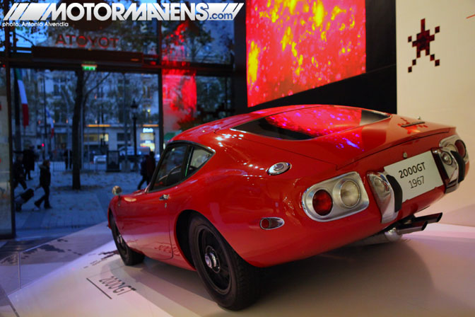 Toyota 2000GT 2000 GT Le Rendez-Vous Toyota rendezvous Paris France Champs-Elysées Champs Elysees showroom flagship store
